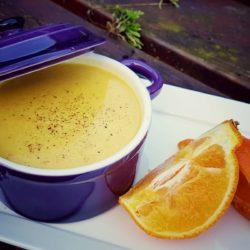 Romige Wortelsoep met een vleugje Sinaasappel - vegan soep - veganistisch soep recept - vega lifestyle magazine - vegan magazine - soep -