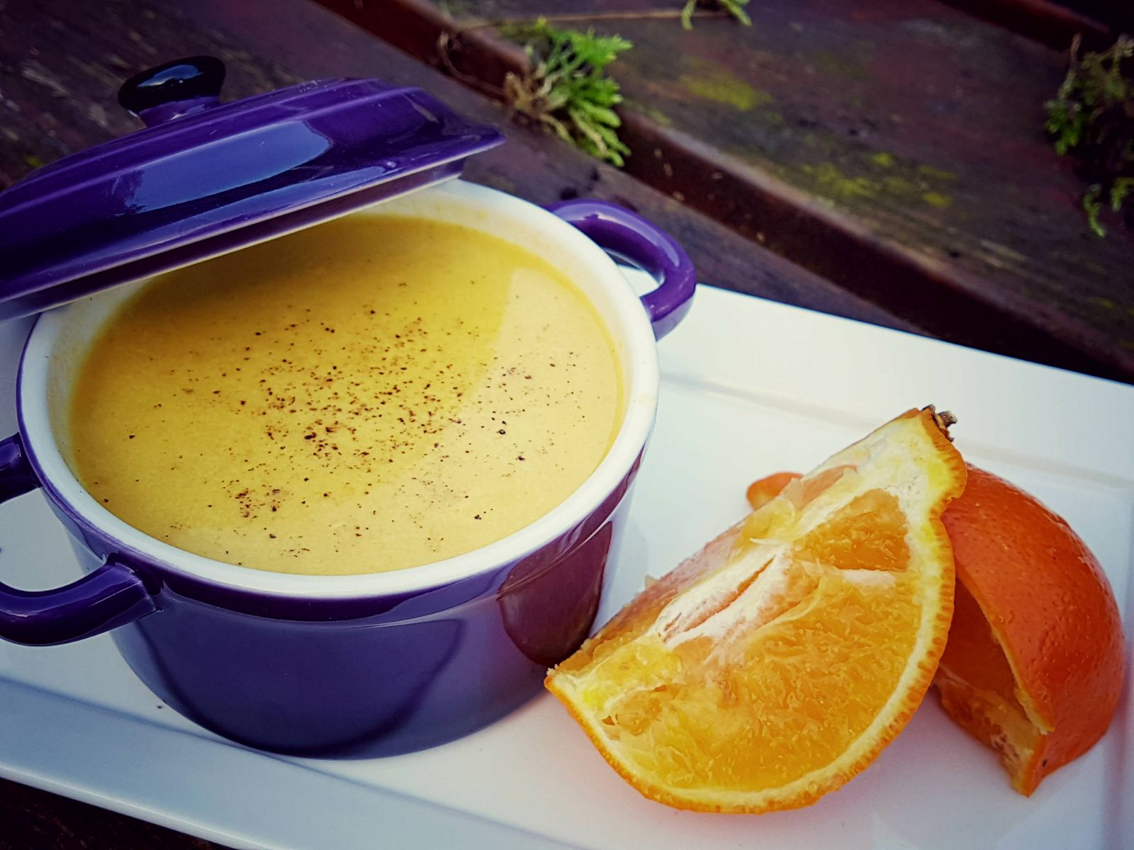vegan wortelsoep met een vleugje sinaasappel - vegan soep