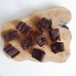 Veganistische Brownies – vegan – vegan dessert – vegan brownie – vegan magazine – vegan eten – vegen recepten – vegan taartje – vegan toetje – vegan tijdschrift – vegan cake – vegan snoep – vegan lekkernij - Columns by Kari