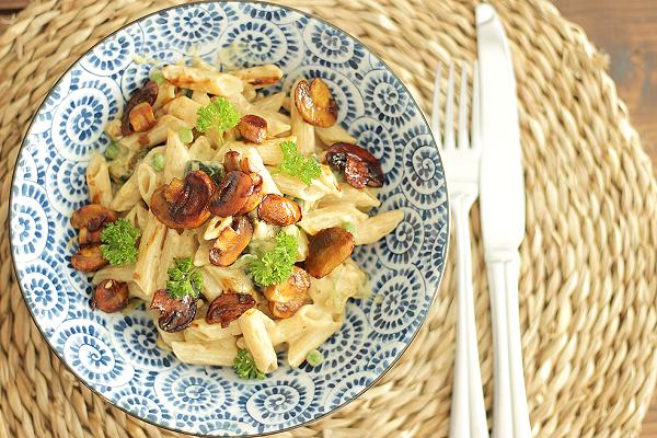 vegan recept - vegan pasta recept - pasta recepten - Romige vegan pasta met kruidige champignons