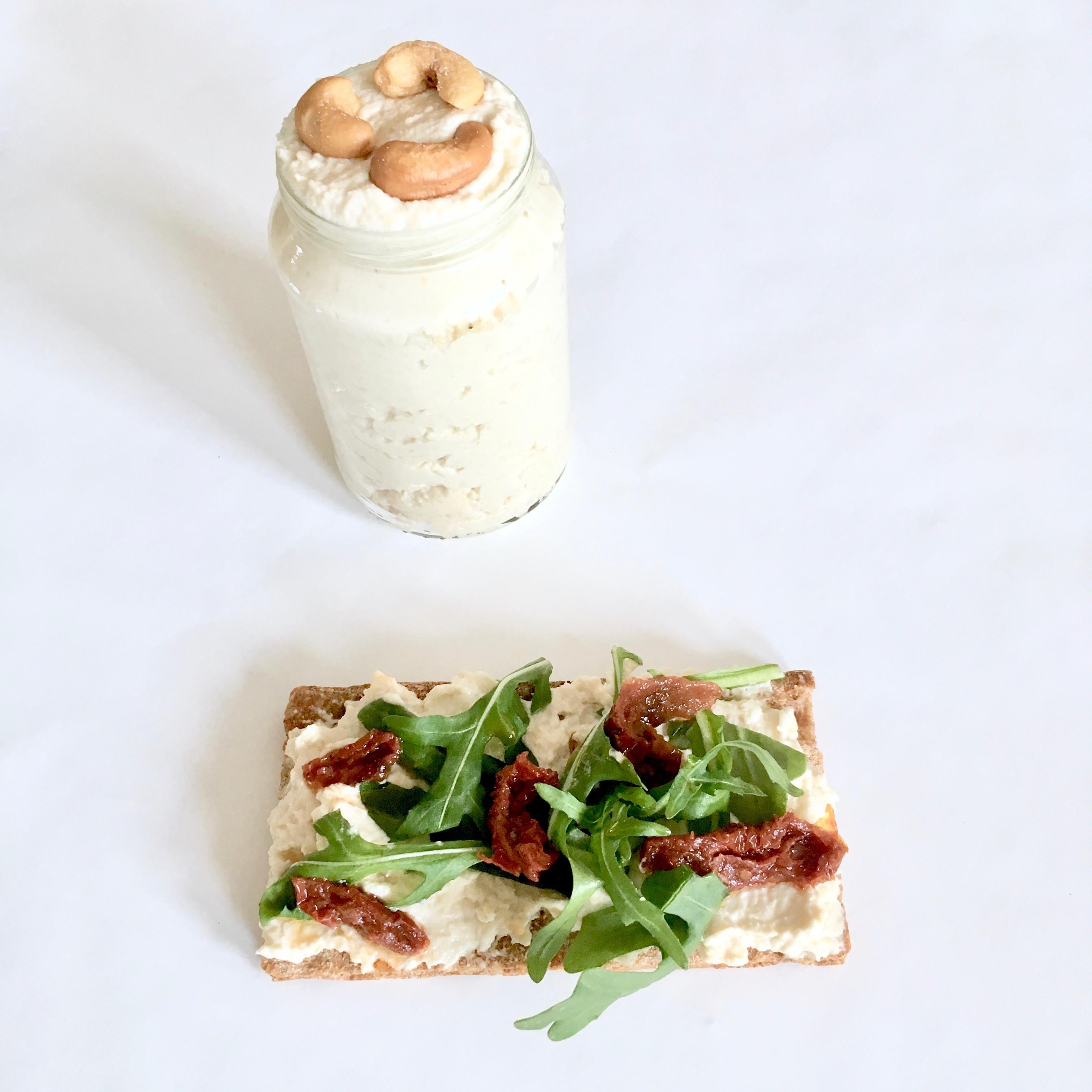 Cashew cream cheese spread - vegan recept - ontbijt - Vega Lifestyle