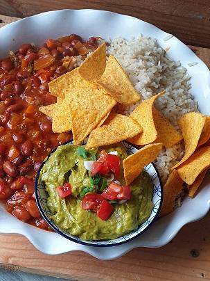 chili sin carne - vegan chili sin carne - vegan bonenschotel
