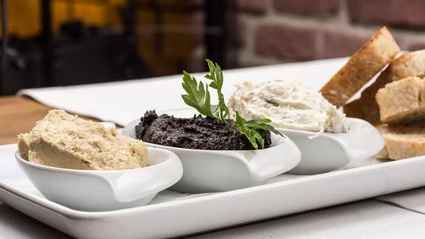 stokbroodjes met vegan dips - vegan verjaardaghapjes