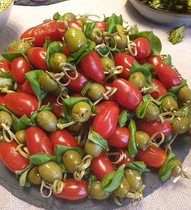 tomaten, olijven en basilicum sticks