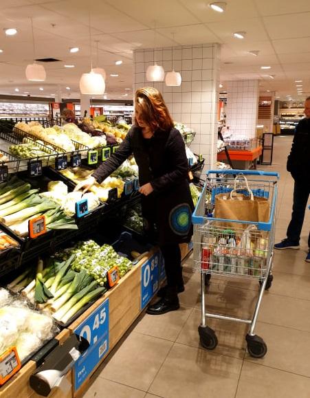 vegan boodschappen doen - boodschappen doen als je vegan bent - veganist in de supermarkt