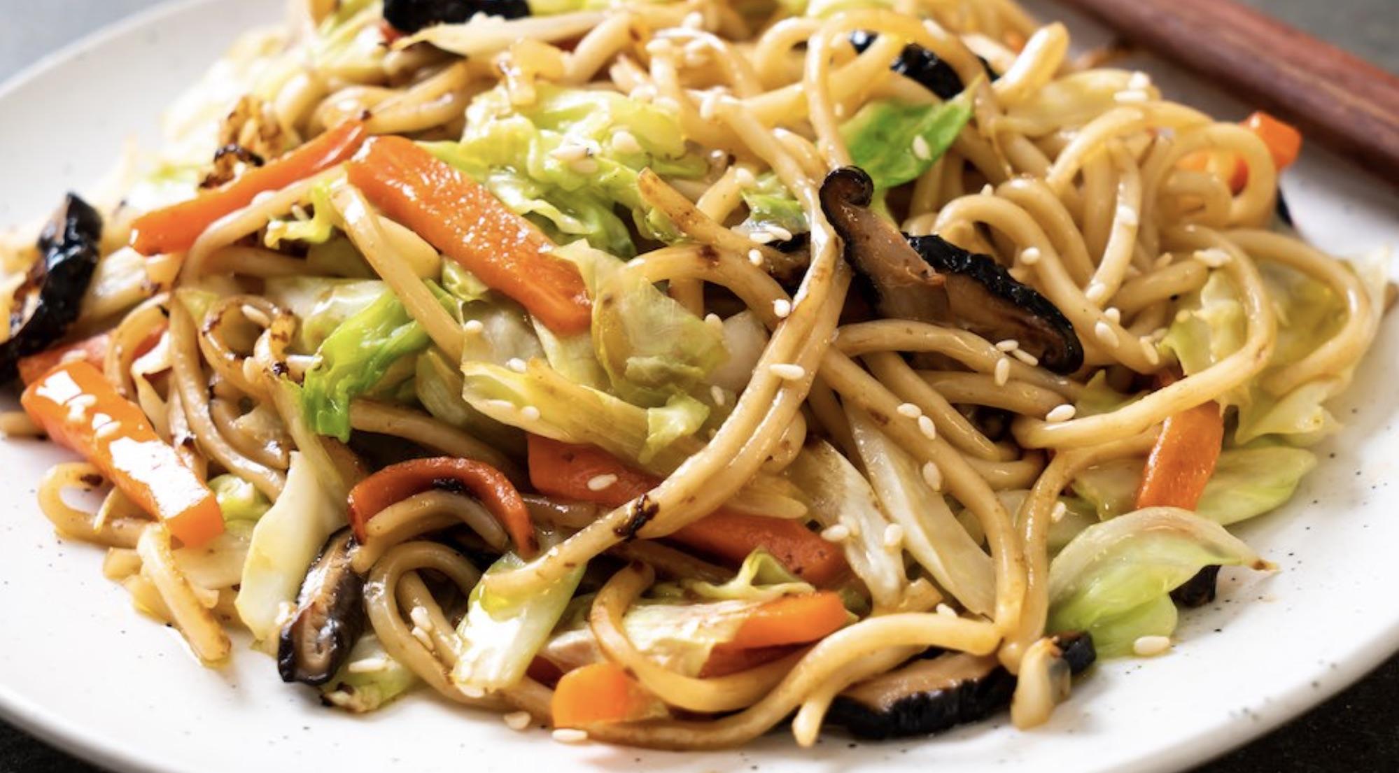 Chinese kool met udon - vegan pasta - vegan maaltijd - vegan maaltijdbox
