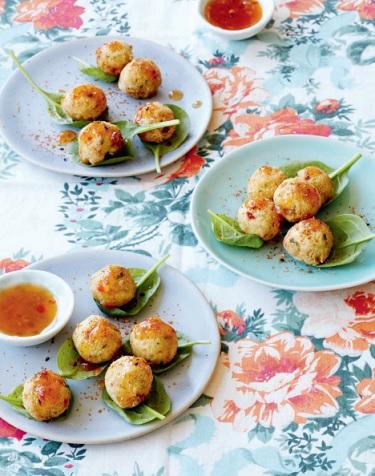 Geurige citroengras-tofukikkererwtballetjes met zoete chilisaus